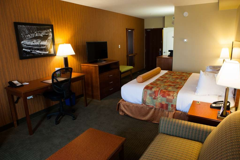 Best Western Plus Service Inn & Suites - Business Suite