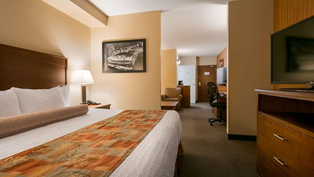 Best Western Plus Service Inn & Suites - Junior Executive King Suite with separate sleeping area