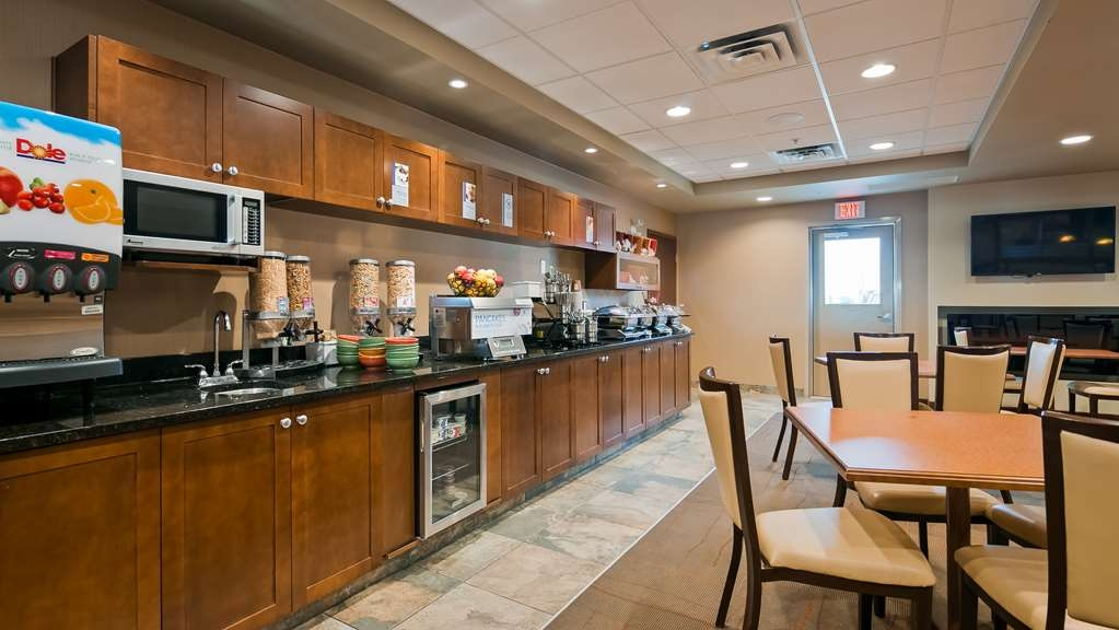 Best Western Plus Service Inn & Suites - Breakfast