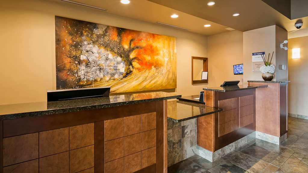 Best Western Plus Service Inn & Suites - Front Desk