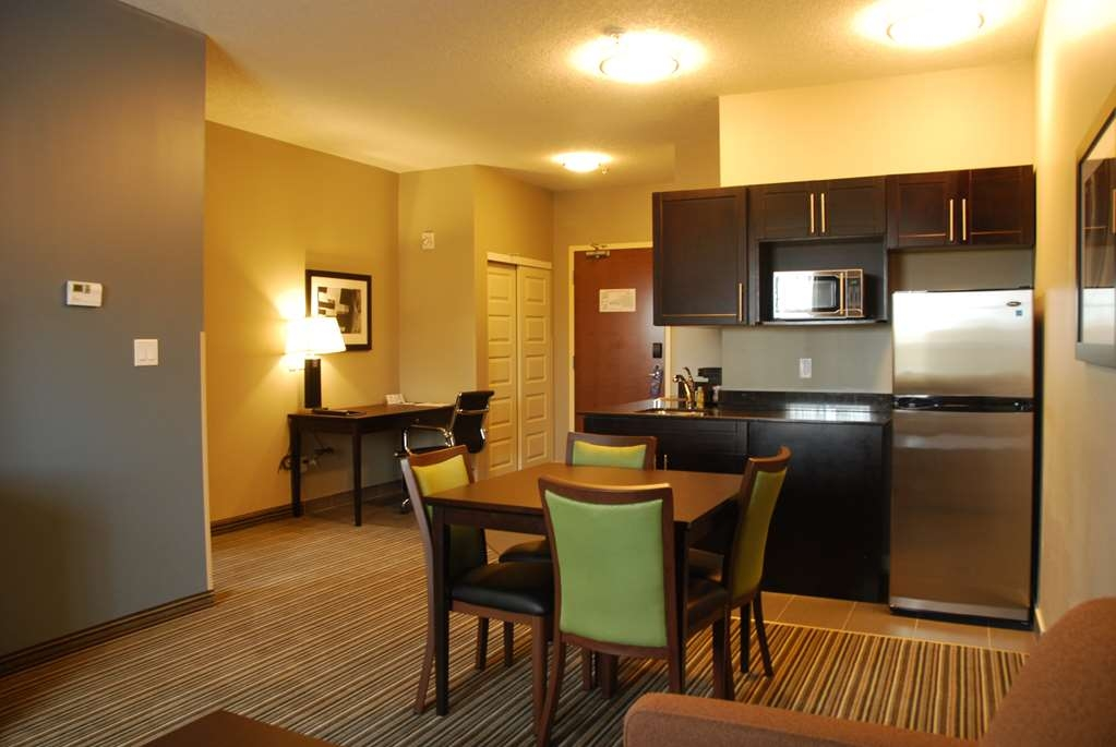 Best Western Plus Fort Saskatchewan Inn & Suites - King Suite