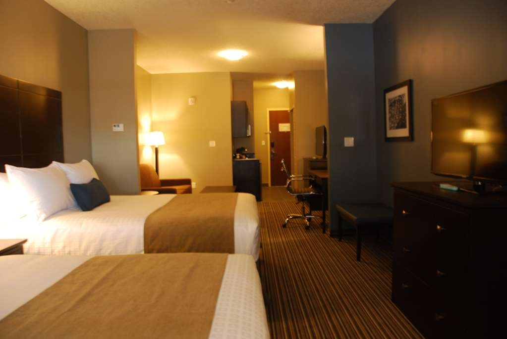 Best Western Plus Fort Saskatchewan Inn & Suites - 2 Queen Beds, 1 Sofa Bed, 2 TVs, Kitchenette