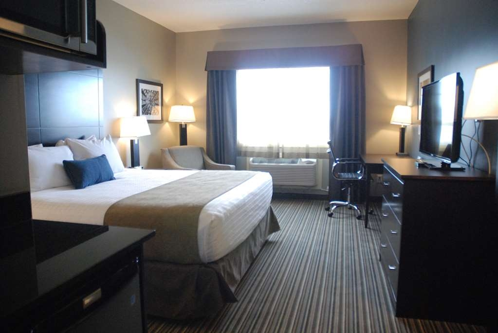 Best Western Plus Fort Saskatchewan Inn & Suites - Standard King Bed Guest Room