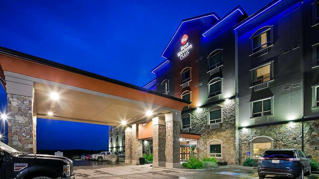 Best Western Plus Drayton Valley All Suites - You can't miss our signature blue lights as your drive into Drayton Valley from Cowboy Trail.