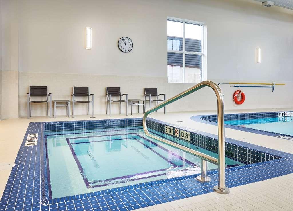 Best Western Plus Edmonton Airport Hotel - Vista de la piscina
