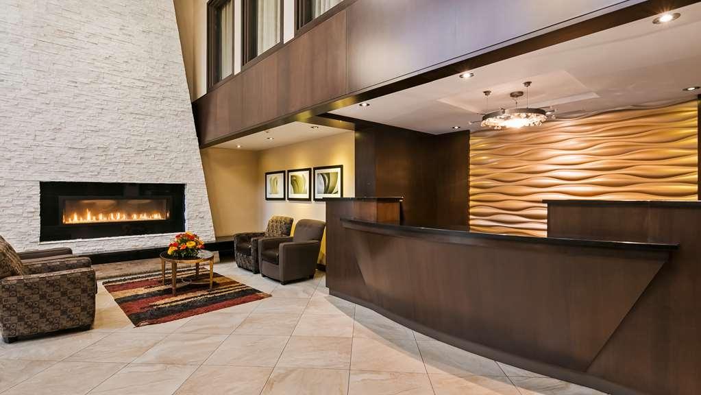 Best Western Plus Edmonton Airport Hotel - Vista del vestíbulo