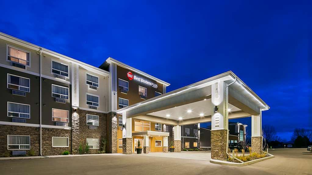 Best Western Plus Lacombe Inn & Suites - Vista exterior