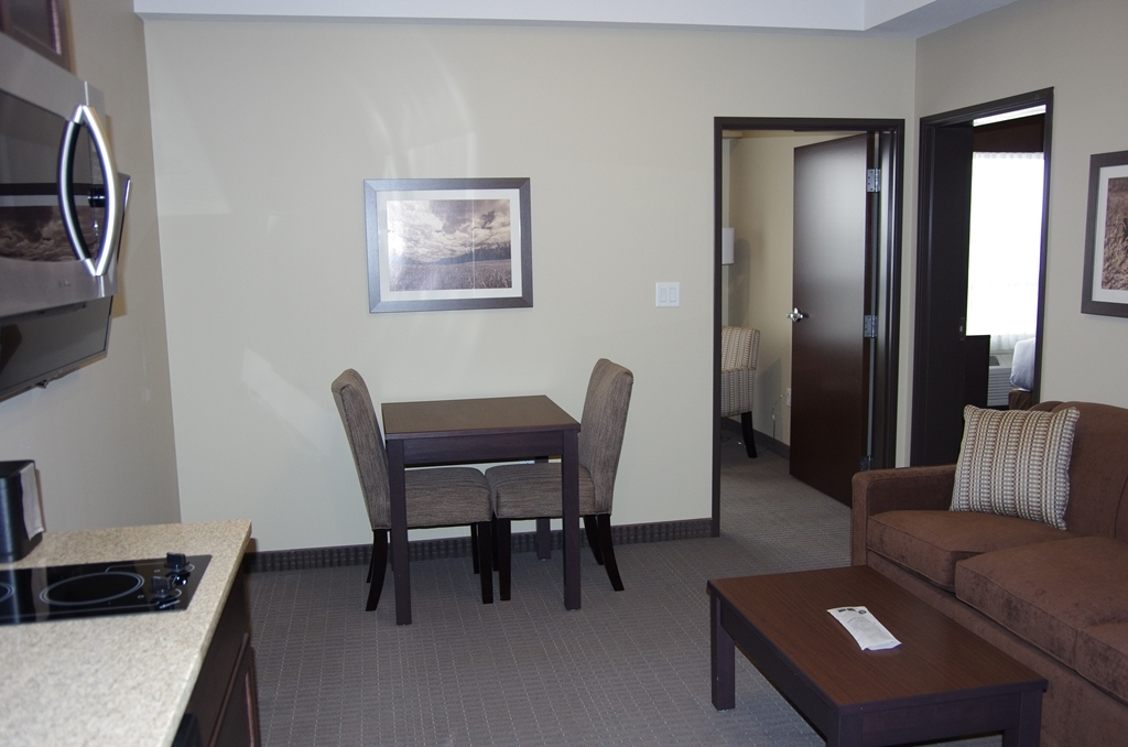 Best Western Plus Lacombe Inn & Suites - Single King Bedroom/Office Suite with Full Kitchenette