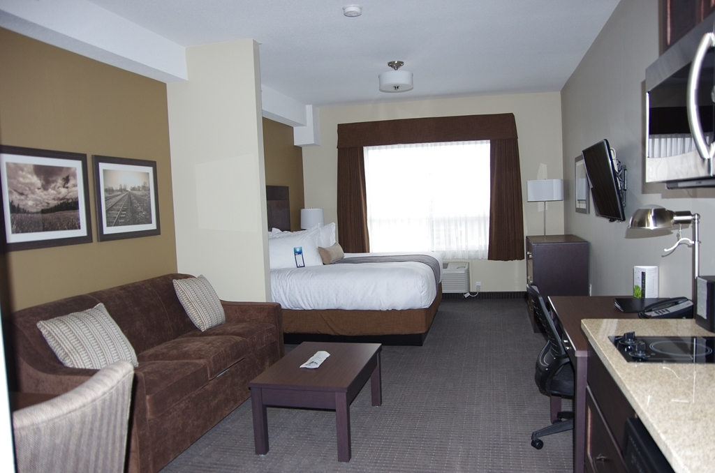 Best Western Plus Lacombe Inn & Suites - Single King Suite/Kitchenette with Sofa Bed