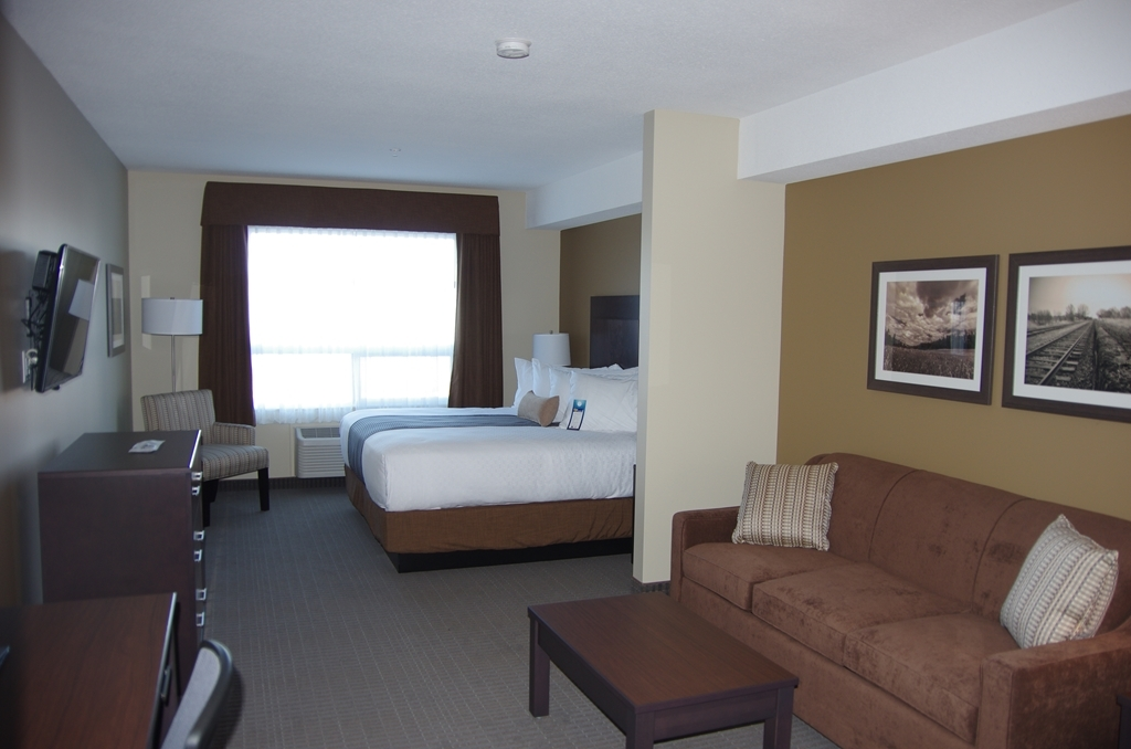 Best Western Plus Lacombe Inn & Suites - King with a Queen Pullout