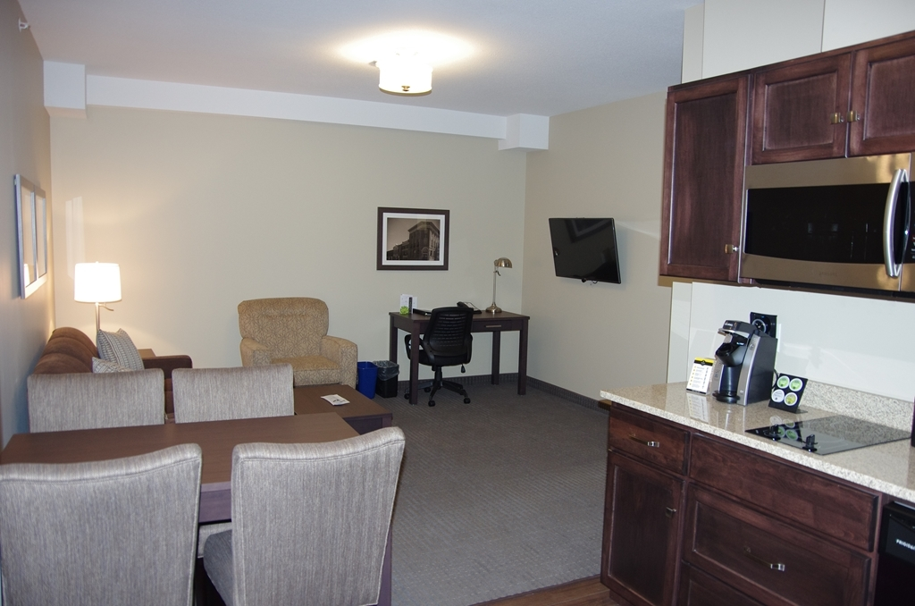 Best Western Plus Lacombe Inn & Suites - 2 Bedroom Suite, Full Kitchenette and Sofa Bed