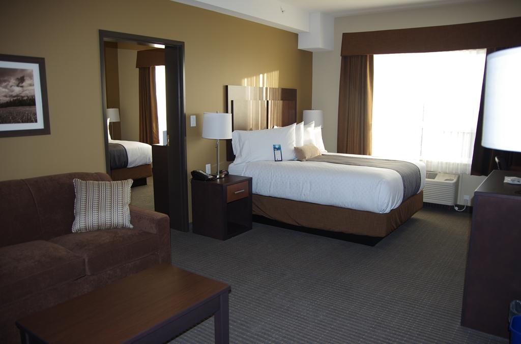 Best Western Plus Lacombe Inn & Suites - King/Queen Suite with Sofa Bed