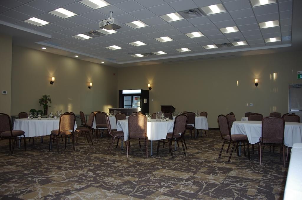 Best Western Plus Lacombe Inn & Suites - salle de conférence