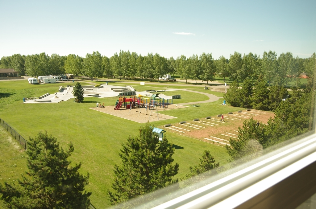 Best Western Plus Lacombe Inn & Suites - Hotel View Park and Green space