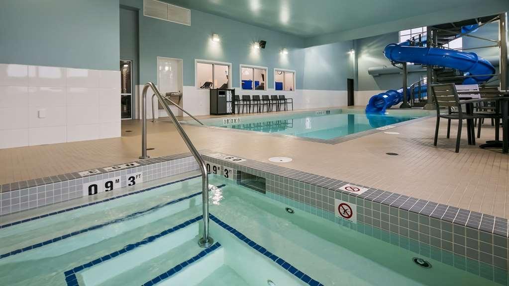 Best Western Plus Lacombe Inn & Suites - Indoor Pool Hot Tub