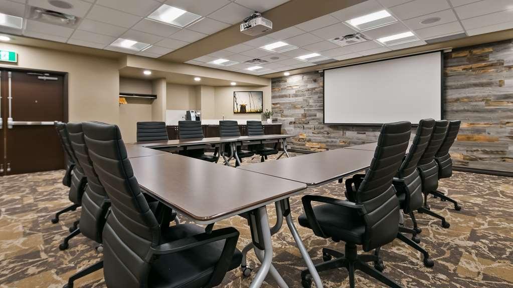 Best Western Plus Lacombe Inn & Suites - Meeting Room