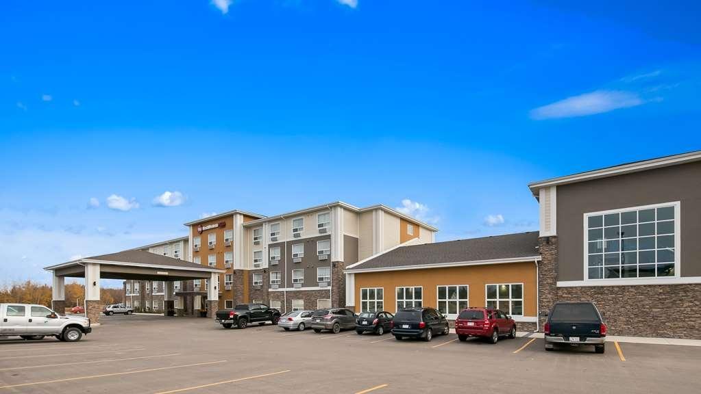 Best Western Plus Lacombe Inn & Suites - Vista Exterior