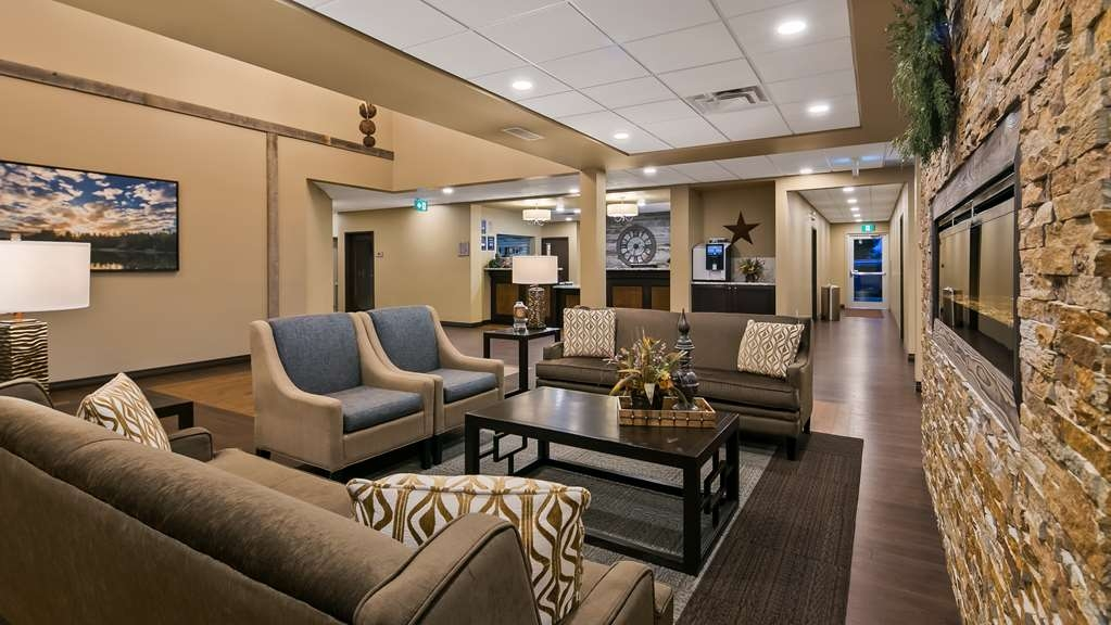 Best Western Plus Lacombe Inn & Suites - Hotel Lobby