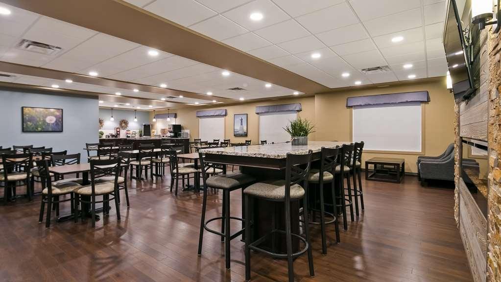 Best Western Plus Lacombe Inn & Suites - Breakfast Area