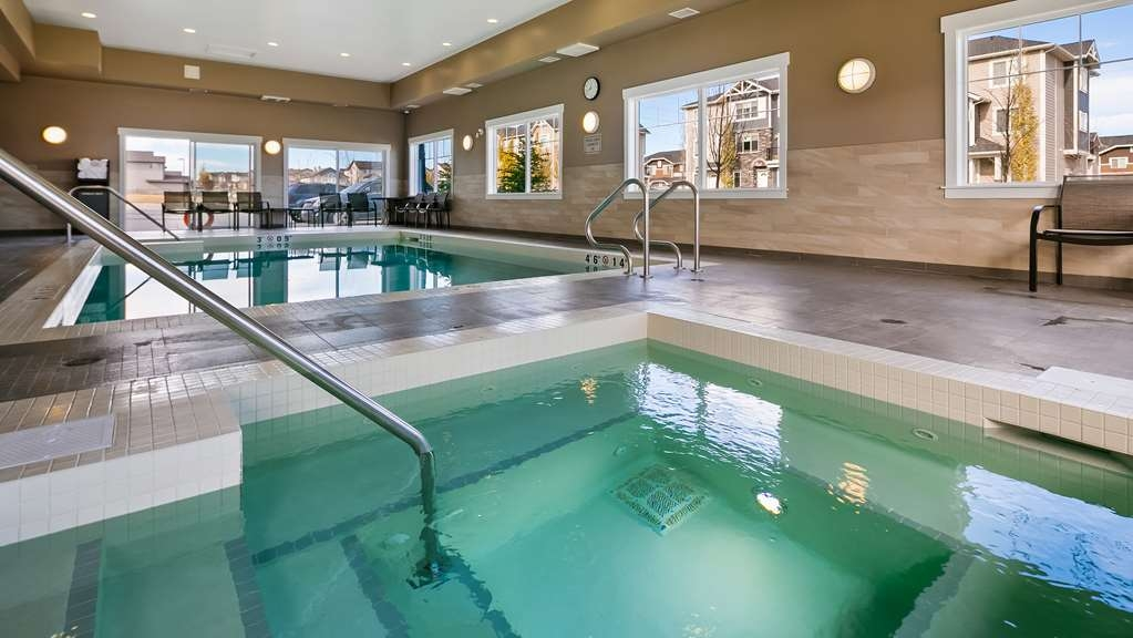 Best Western Plus Chestermere Hotel - Piscina