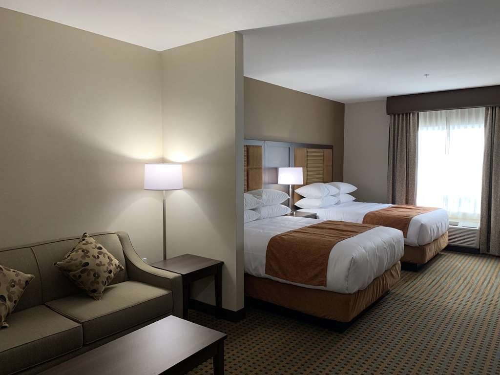 Best Western Plus Hinton Inn & Suites - Suite 2 Queen Beds and Pull-out