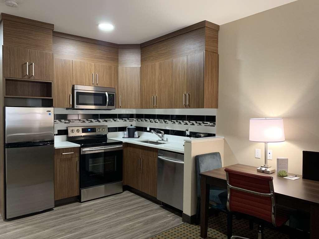 Best Western Plus Hinton Inn & Suites - One Bedroom Kitchen Suite