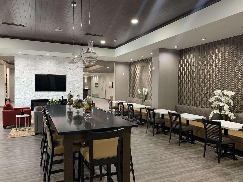 Best Western Plus Hinton Inn & Suites - Hotel Lobby