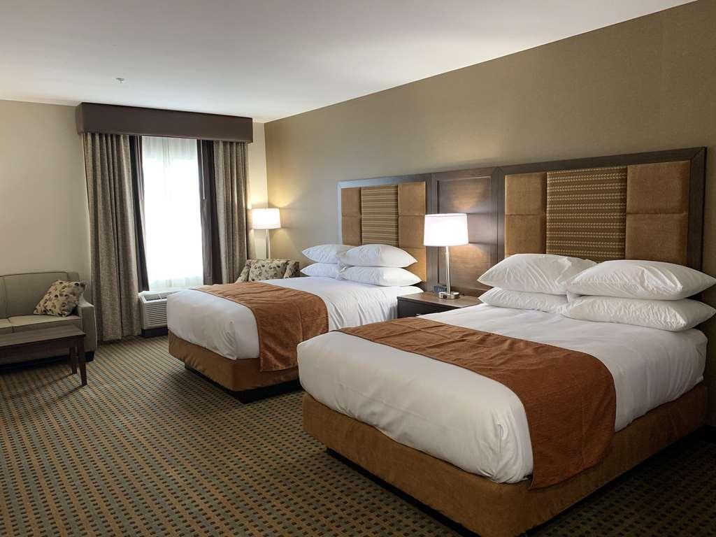 Best Western Plus Hinton Inn & Suites - 2 Queen Beds Guest Room Kitchenette