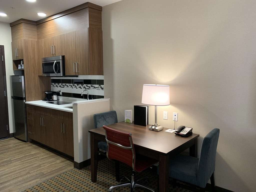 Best Western Plus Hinton Inn & Suites - Guest Room with Kitchenette