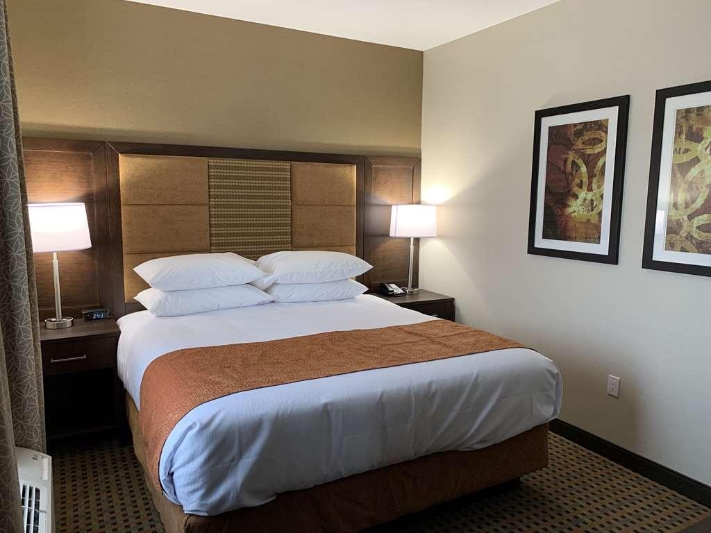 Best Western Plus Hinton Inn & Suites - One Bedroom Suite with King Bed