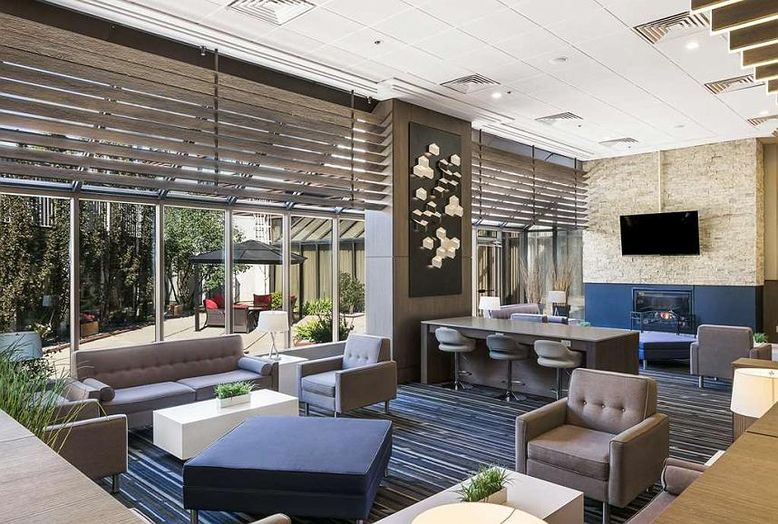 Best Western Premier Calgary Plaza Hotel & Conference Centre - Lower Lobby