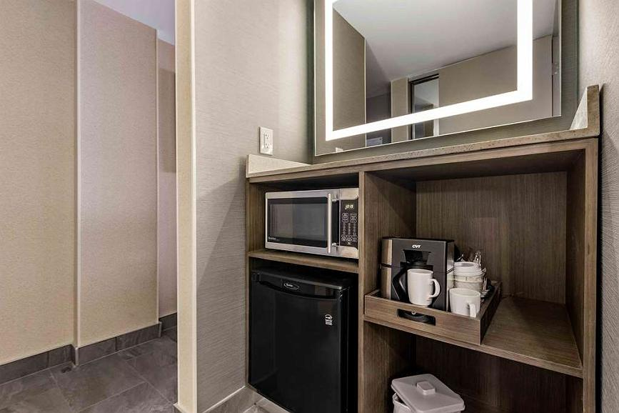 Best Western Premier Calgary Plaza Hotel & Conference Centre - Guest room amenity