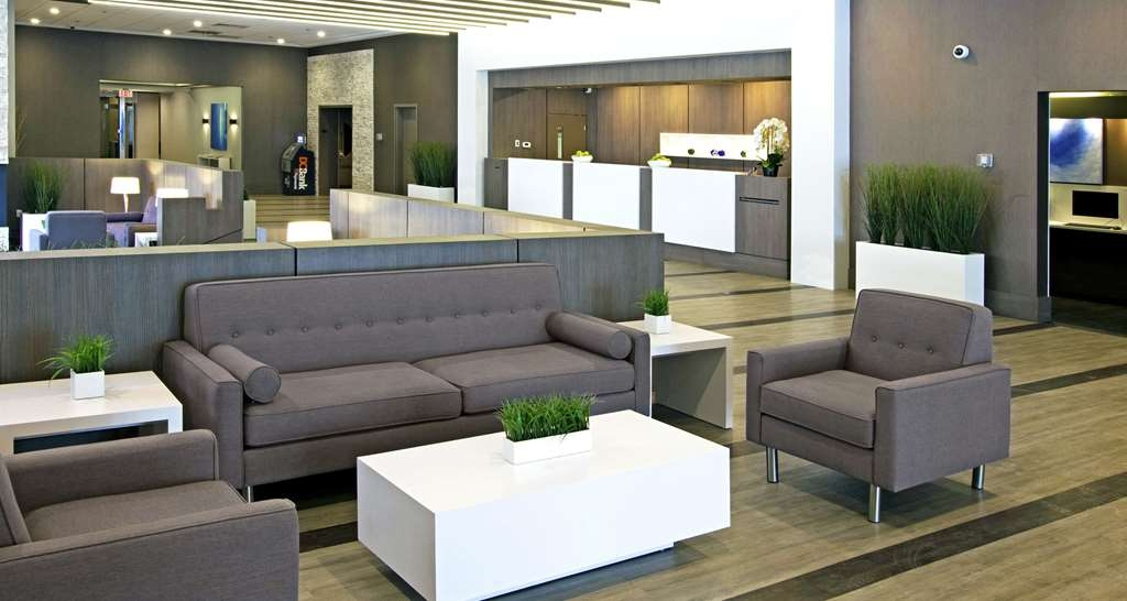 Best Western Premier Calgary Plaza Hotel & Conference Centre - Front Desk and Lobby
