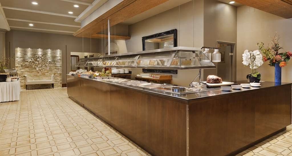 Best Western Premier Calgary Plaza Hotel & Conference Centre - Horizons Bistro Buffet