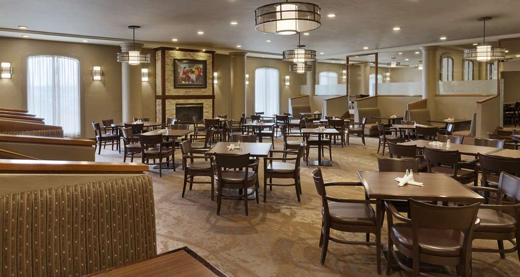 Best Western Premier Calgary Plaza Hotel & Conference Centre - Horizons Bistro Dining Area