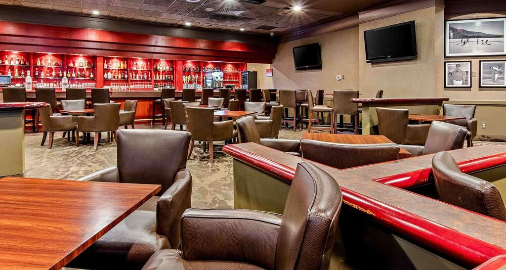 Best Western Premier Calgary Plaza Hotel & Conference Centre - Bar / Lounge