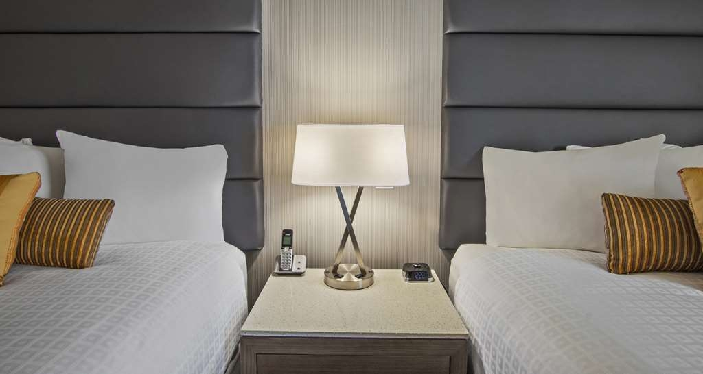 Best Western Premier Calgary Plaza Hotel & Conference Centre - Double Queen Guest Room