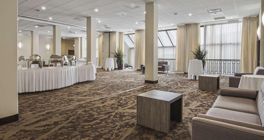 Best Western Premier Calgary Plaza Hotel & Conference Centre - Garden Courts Reception Setup
