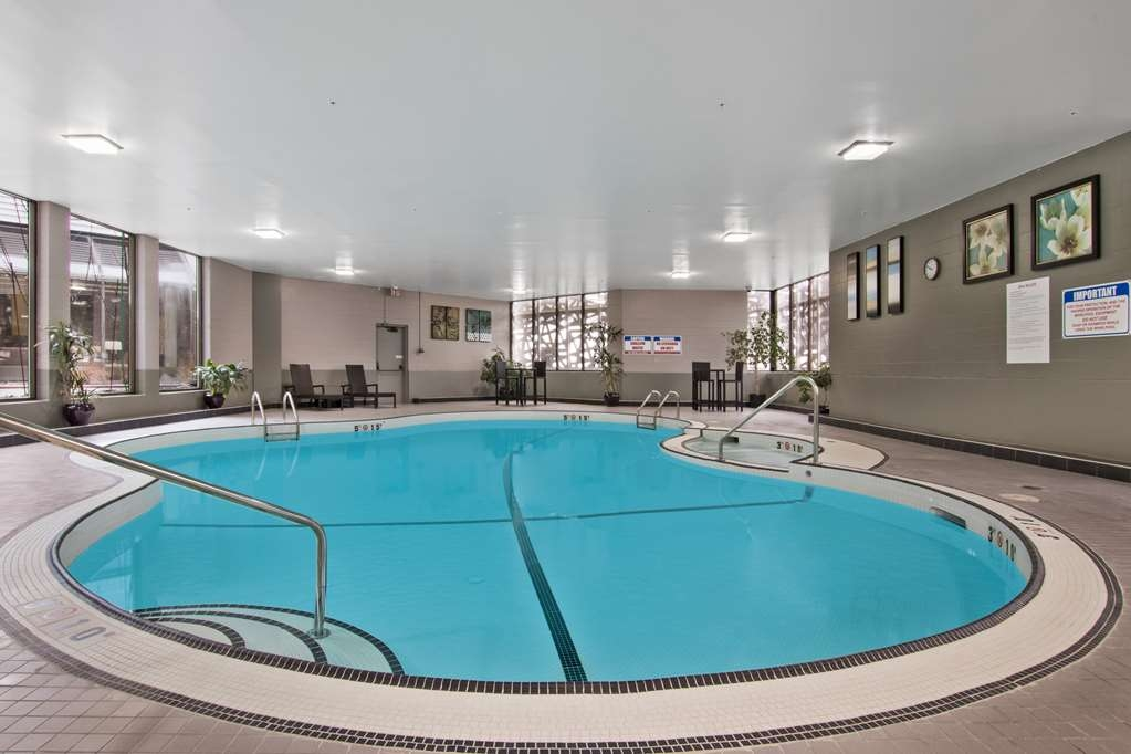 Best Western Premier Calgary Plaza Hotel & Conference Centre - Indoor Heated Pool