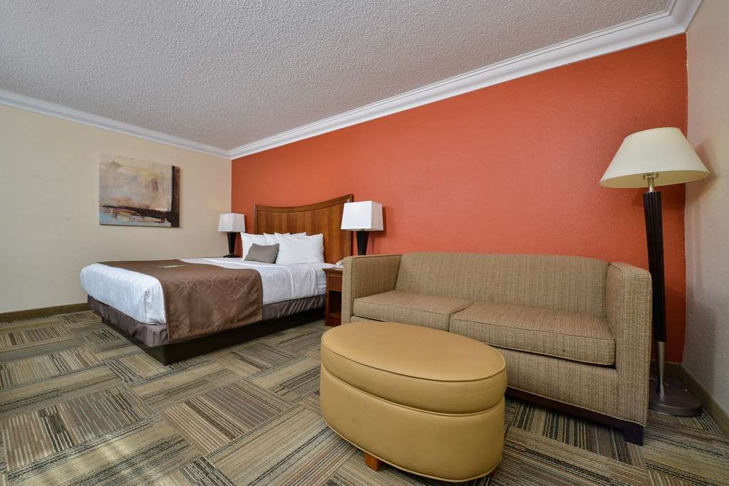 Best Western Plus Loveland Inn - Our deluxe king rooms offer a comfortable sitting area and space to relax and unwind.