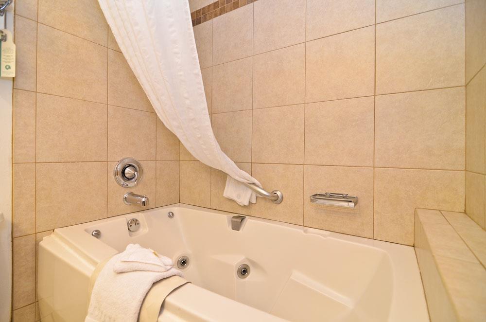 Best Western Plus Rio Grande Inn - Upgraded King bathtub