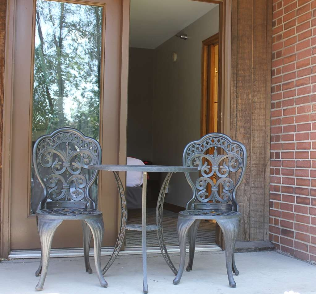 Best Western Plus Rio Grande Inn - Enjoy the fresh mountain air while relaxing on your patio.