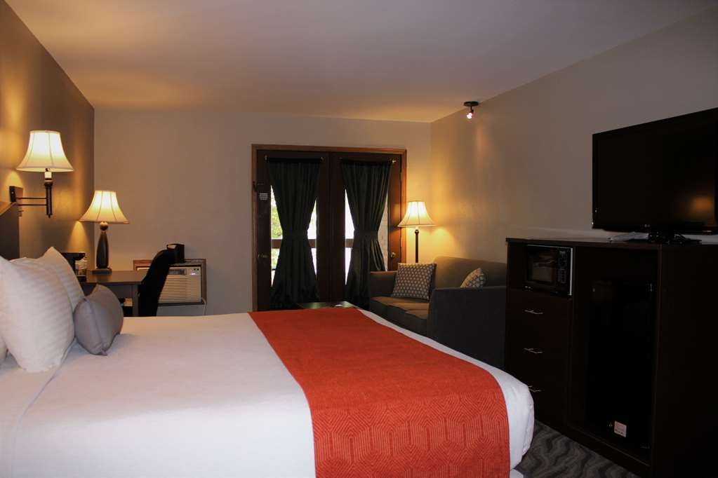 Best Western Plus Rio Grande Inn - Upgraded King with balcony. These rooms are located around the atrium overlooking the pool on the second and third floors and have french doors. All upgraded king rooms feature a king bed and full size sofa sleeper, microwave, refrigerator and a jetted tub.