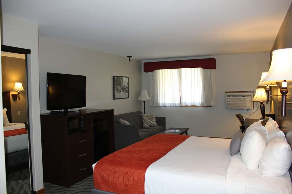 Best Western Plus Rio Grande Inn - Upgraded king rooms are located on the first floor in the atrium area. These rooms feature a king bed, full size sofa sleeper, microwave, refrigerator and jetted tub. These are not pet friendly rooms.
