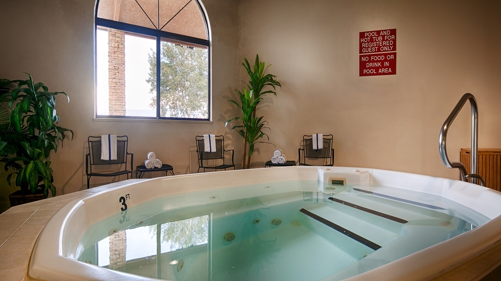 Best Western Grande River Inn & Suites - After long day enjoy the hot tub. Great way to unwind after a day in the car. Hot tub is open from 6:00am to 11:00pm for your enjoyment.