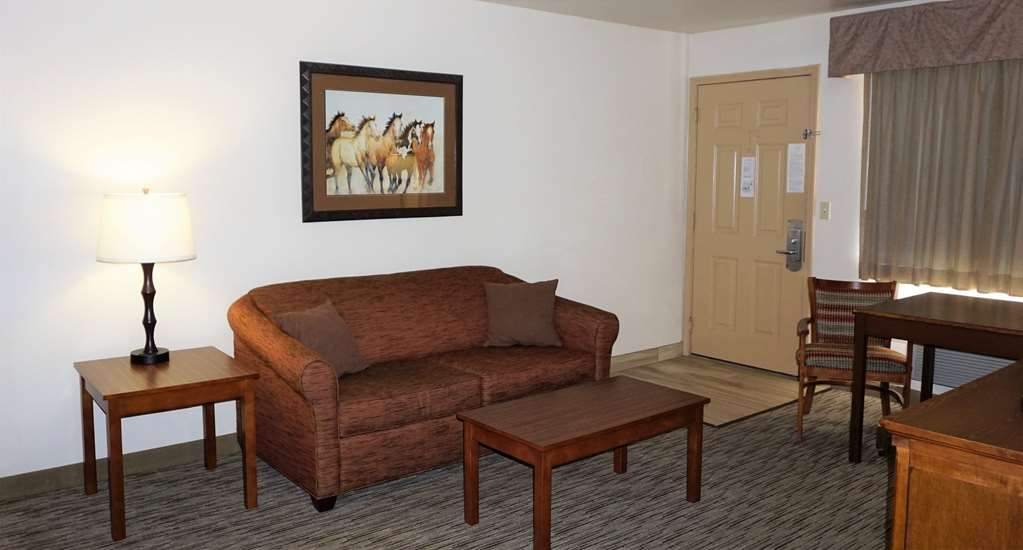 Best Western Grande River Inn & Suites - Enjoy the comfort of our two room suite with wet bar and two person hot tub.