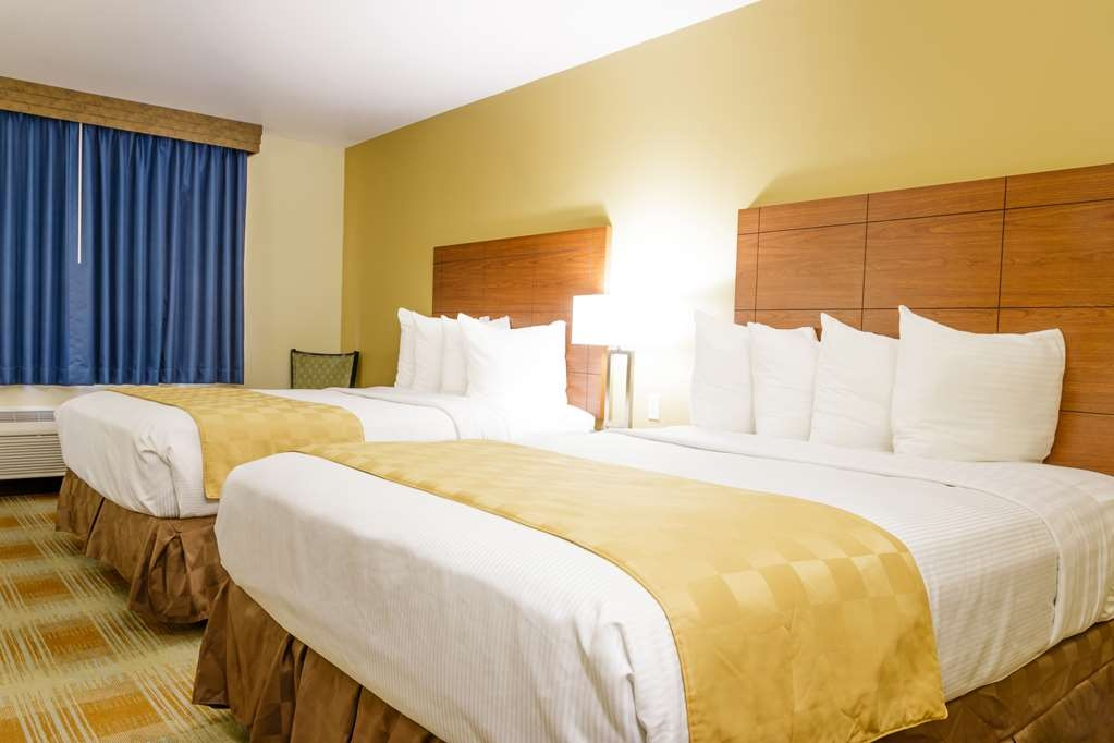 Best Western Kiva Inn - Our non-smoking two queen beds room is equipped with a TV, refrigerator and a microwave.