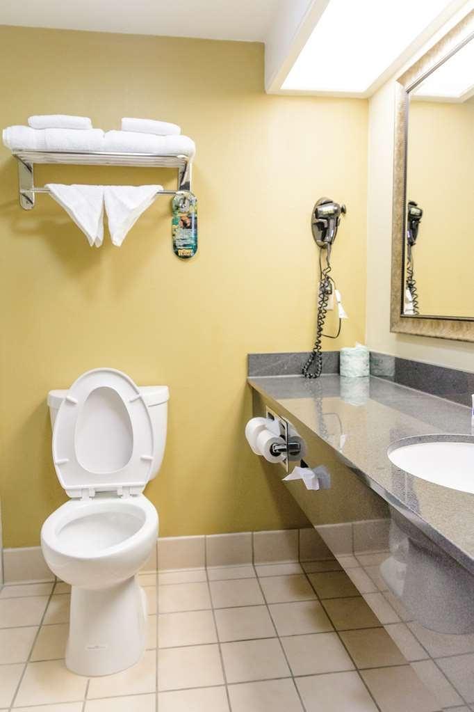 Best Western Kiva Inn - Bathroom of Non-Smoking One King Bed Room with Spa