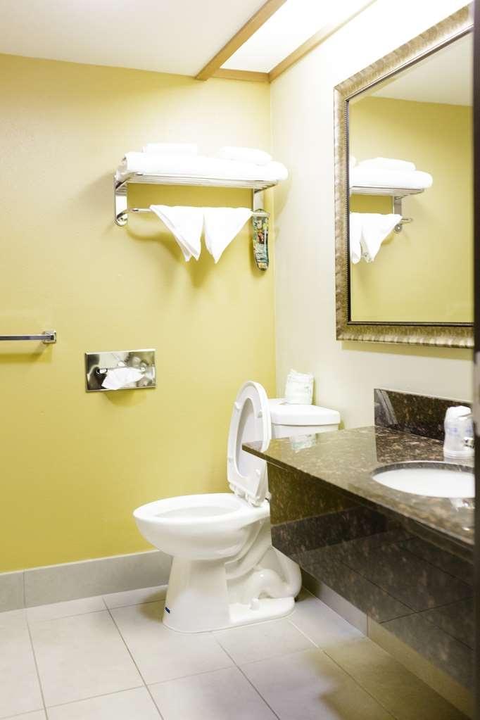 Best Western Kiva Inn - Guest Bathroom
