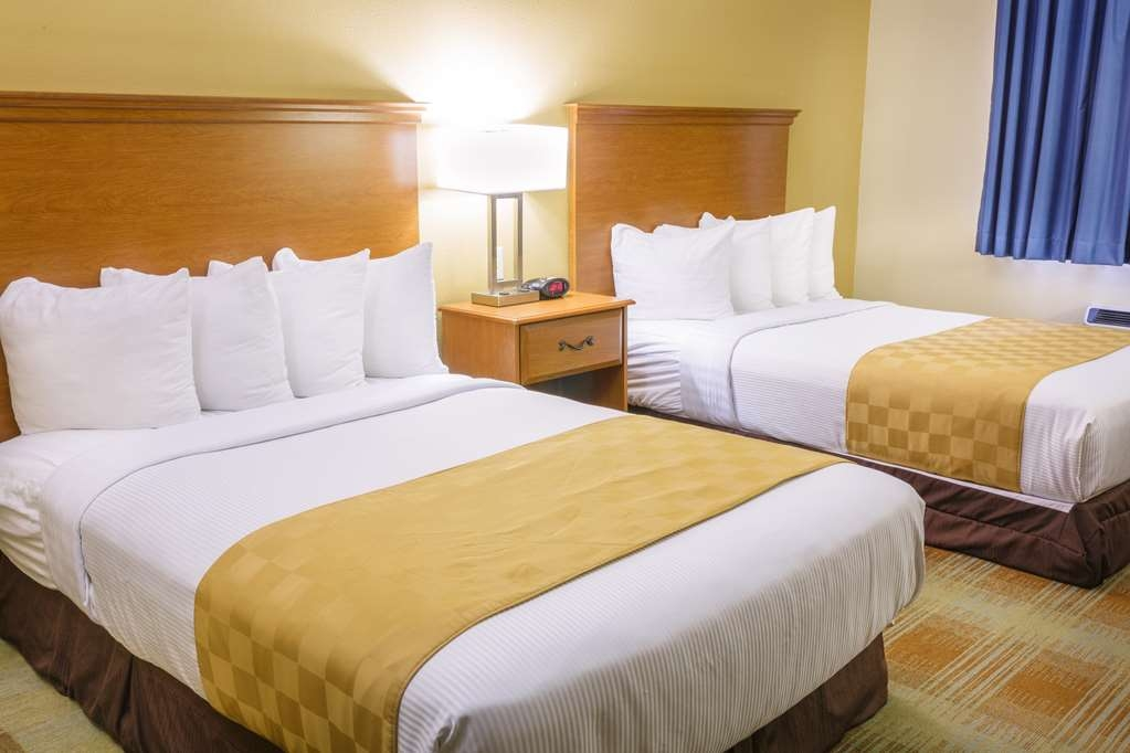 Best Western Kiva Inn - Handicapped Accessible Room with two double beds & roll-in shower